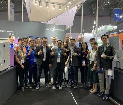 2018_1029 Nhóm Gaoyi và dụng cụ Lenzing đã tham gia thành công vào ITMA ASIA.jpg